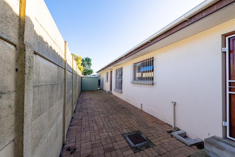 Property For Sale in Blommendal, Bellville 37